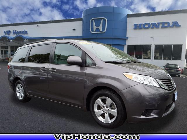 Pre-Owned 2015 Toyota Sienna LE 7-Passenger Auto Access Seat