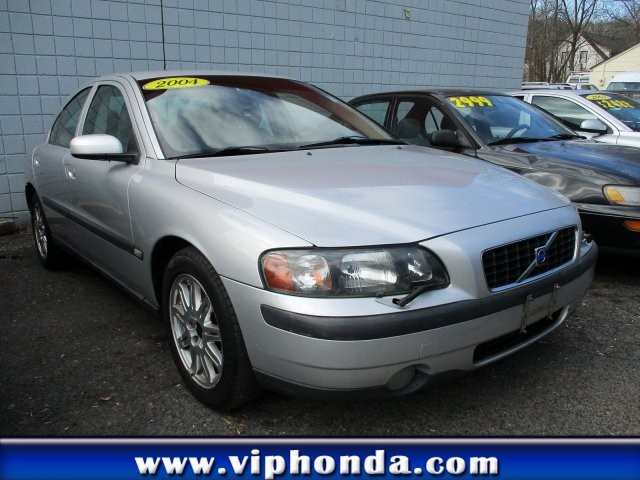 Pre-Owned 2004 Volvo S60